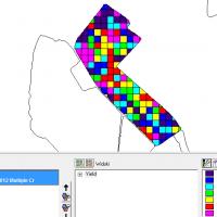 1/2 mapa plonu za fermą – mapa znormalizowanego plonu z trzech lat – program Farm Works